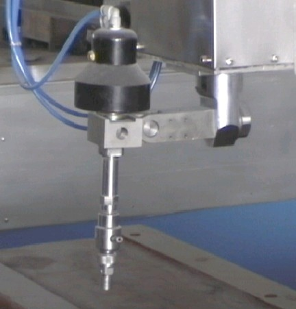 waterjet cutting head with on/off valve